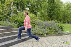 alltagstrainingsprogramm--ausfallschritt-senioren-fit