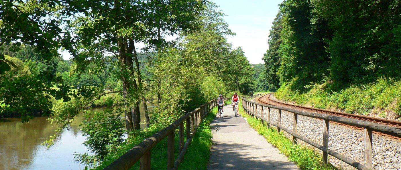 radfahren-regen-radweg-bayerischer-wald-panorama-1400