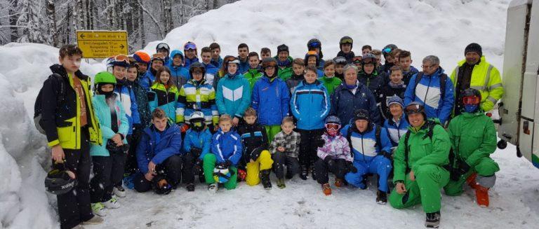 kinder-skicamp-inzell-jugendliche-ski-wochenende-gruppenfoto